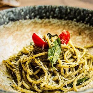 GFC spaghetti pesto olio.